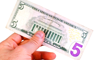 Зачем Минфин решил занять по $5 у каждого белоруса