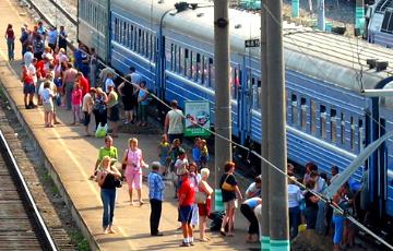 Фотофакт: Очереди за билетами на электрички в Минске