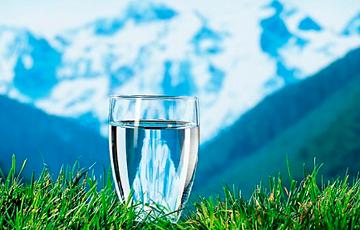 Ученые нашли объяснение необычных свойств воды