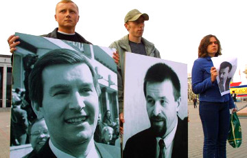 Picket in central Minsk consecrated to the memory of Viktar Hanchar and Anatoly Krasouski