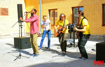 Уличные музыканты в Минске: Редко получается собрать больше двух миллионов