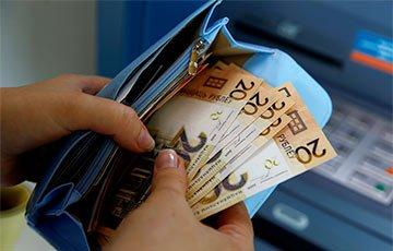 В Беларуси ввели ограничения на снятие денег в банкомате