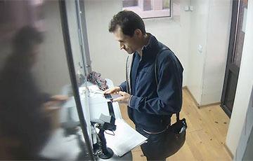 Минчанин, которому в банке ошибочно выдали 905 рублей, вернул деньги
