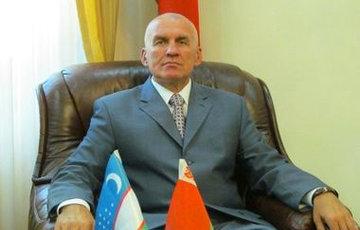 «Сокол с повадками курицы»: белорусский посол в Украине жалуется на стихийный мемориал возле посольства