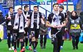«Крумкачы» и «Локомотив» начали матч с аплодисментов в знак солидарности