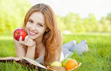 Врачи рассказали, что произойдет с организмом, если каждый день есть яблоки