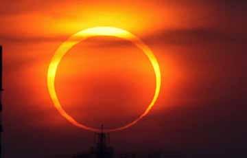 Кольцо огня: в мире наблюдают кольцевое солнечное затмение.