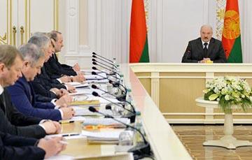 Лукашэнка запатрабаваў ад чыноўнікаў працаўладкаваць сваіх палюбоўніц і палюбоўнікаў
