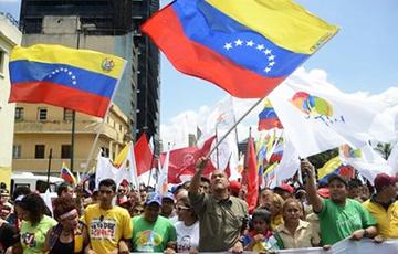 В Венесуэле жители заблокировали улицы