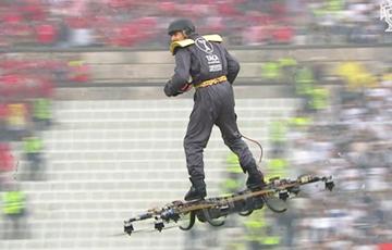 Видеофакт: Мяч на финал Кубка Португалии по футболу доставил летающий человек