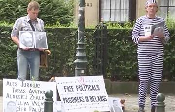 В Брюсселе активисты пикетировали посольство Беларуси