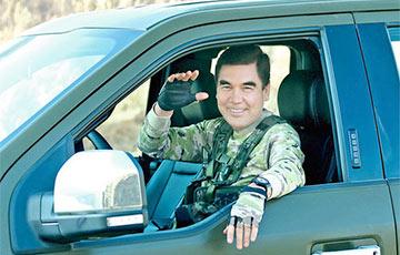Видеохит: Правитель Туркменистана снова похвастался «умениями»