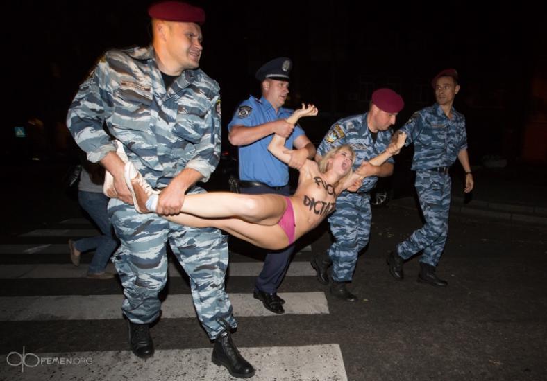 Фото издеватильства над девушками