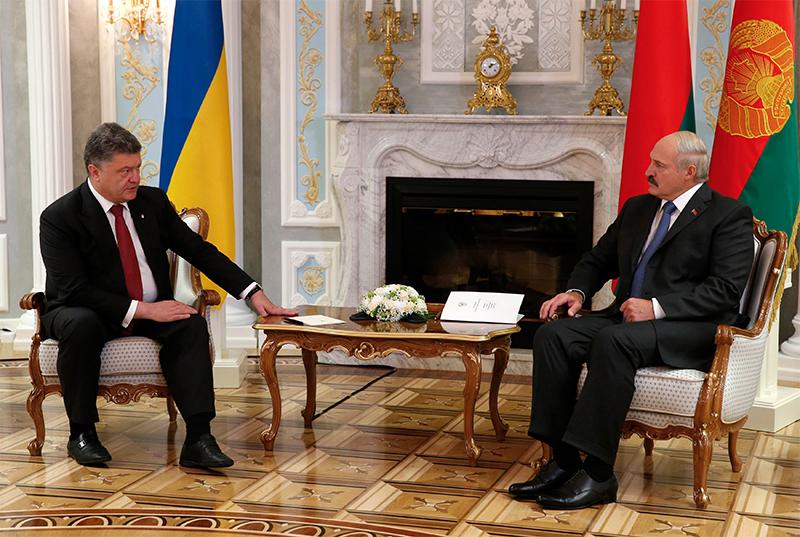 """Назарбаев """"мирит"""" президентов, Лукашенко не верит в чудеса, а Путин заблудился (фото)"""