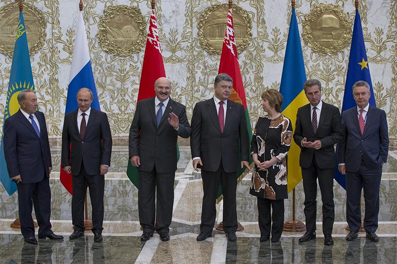 Атмосфера встречи президентов в шести секундах (видео, фото)