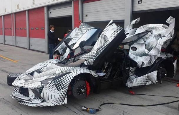 В Сети появились свежие шпионские фото Ferrari LaFerrari XX