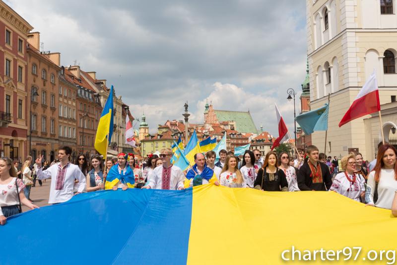 Украинцы провели дефиле вышиванок возле Эйфелевой башни - Цензор.НЕТ 442