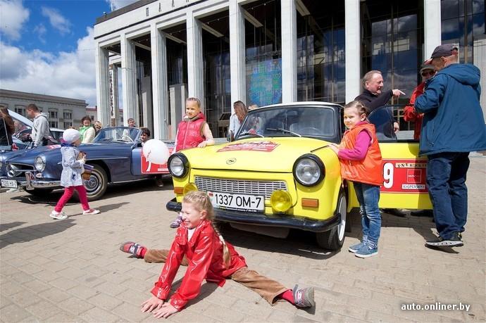 Легендарная классика: в Минске прошло ралли старинных автомобилей