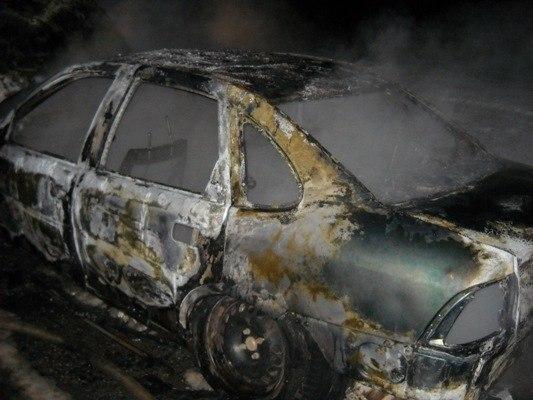 Гродненец поджег чужое авто из-за вымазанной мазутом лавки, на которой он пил пиво