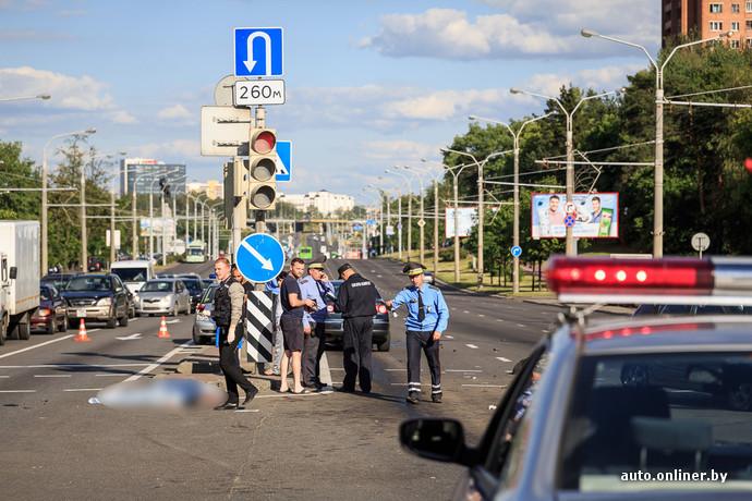 Passat сбил двух пешеходов на переходе в Минске