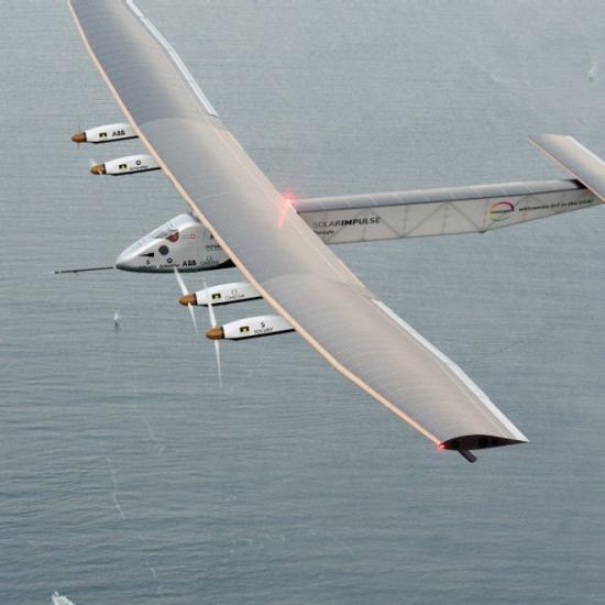Самолет на солнечных батареях начал перелет через Атлантику
