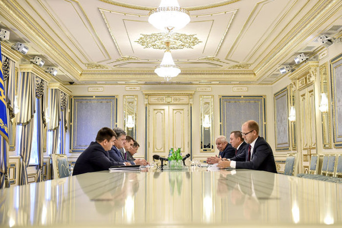Порошенко обсудил пути усиления двустороннего сотрудничества сглавой МИД Беларуссии