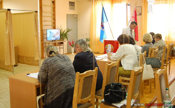На выборах в Беларуси зафиксированы первые нарушения: вброс бюллетеней и принуждение к голосованию, - СМИ - Цензор.НЕТ 2917