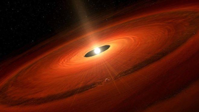 Астрономы изучают процесс рождения новоиспеченной планеты в«прямом эфире»