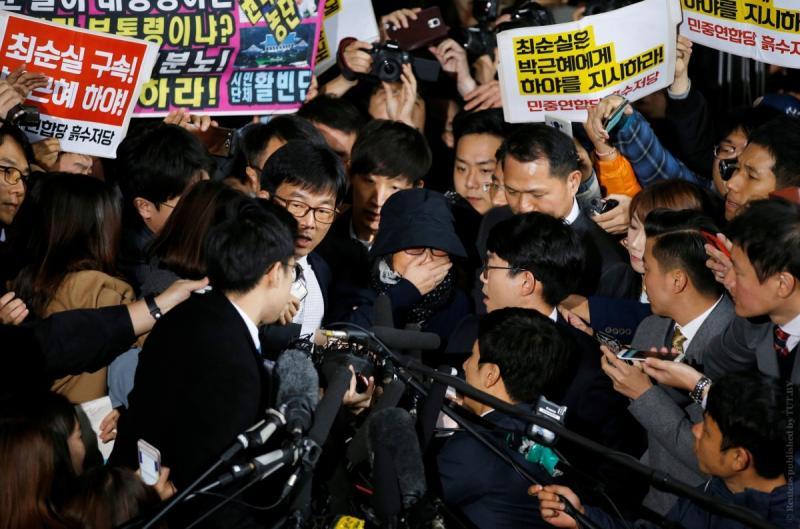 Президент Южной Кореи перетрясла собственный секретариат из-за приятельницы