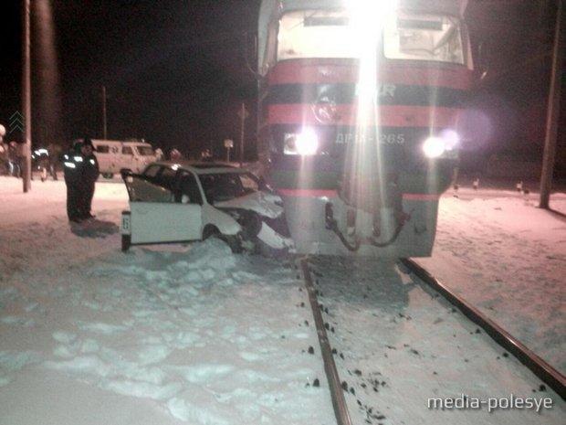 ВМинской области Ауди A6 столкнулся споездом. Никто непострадал