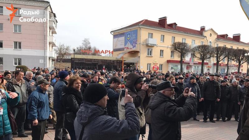 После марша нетунеядцев вОрше задержали репортеров иПавла Северинца