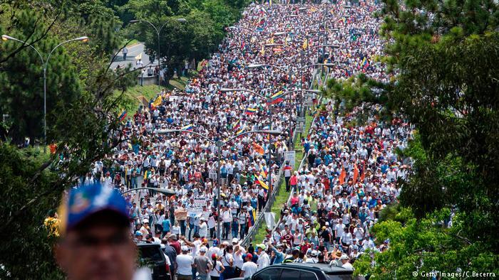 Неменее четырёхсот человек задержали накануне наантиправительственных манифестациях вВенесуэле