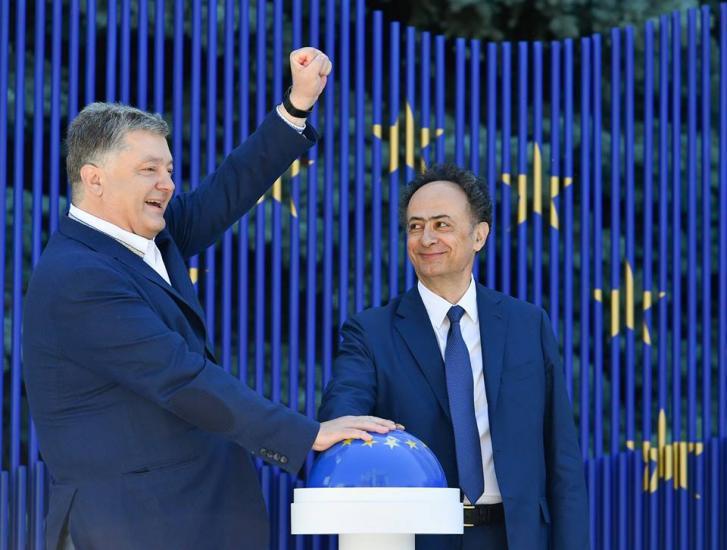 ЕСнеподдержал идею Порошенко онебиометрических паспортах для Крыма иОРДЛО
