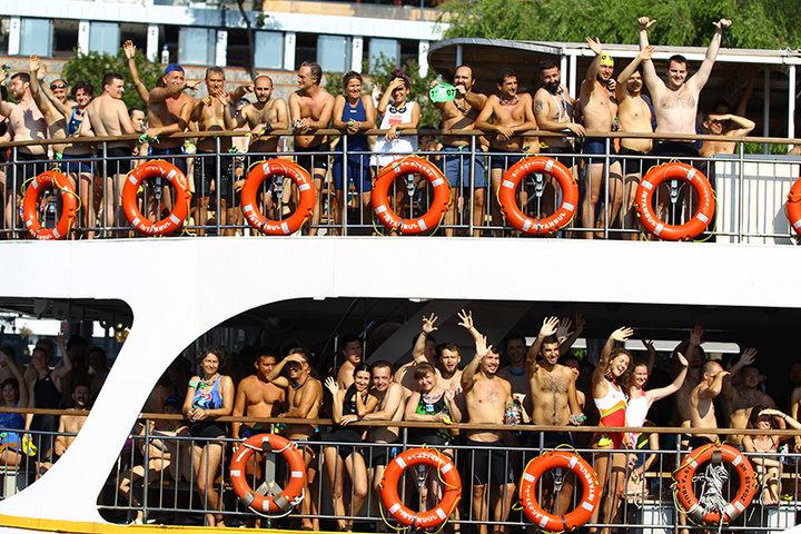 Русские пловцы взяли золото волимпийском заплыве впроливе Босфор